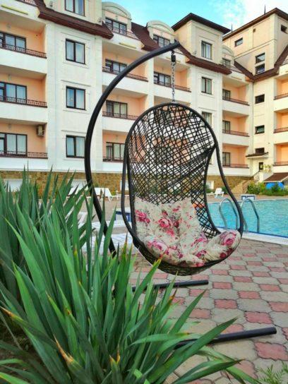 Зона отдыха возле бассейна отель Гранд